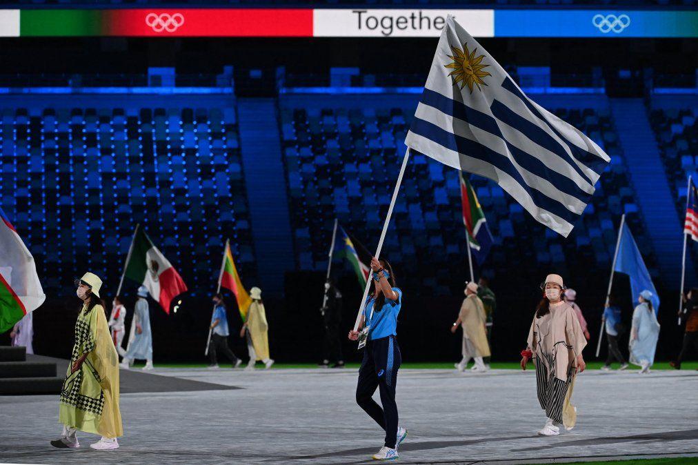 María Pía Fernández fue la atleta seleccionada para llevar la bandera de Uruguay en Ceremonia clausura Tokio 2020