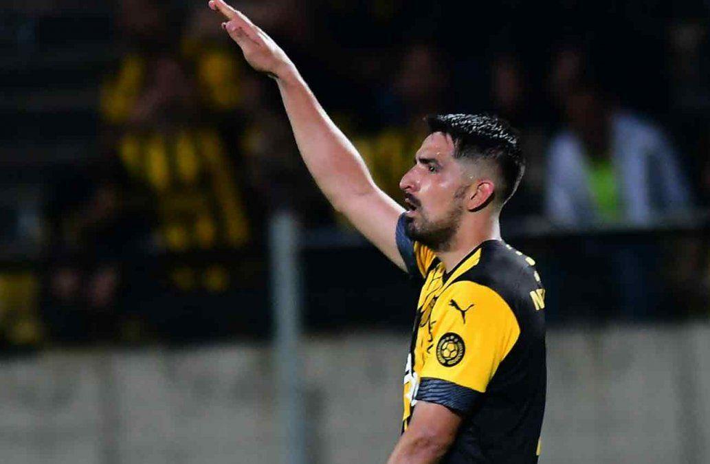 Lucas Viatri de cabeza le dió la victoria a Peñarol en el Campeón del Siglo