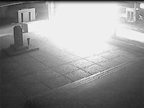 Imágenes de la bomba molotov que tiraron en la sede de Nacional