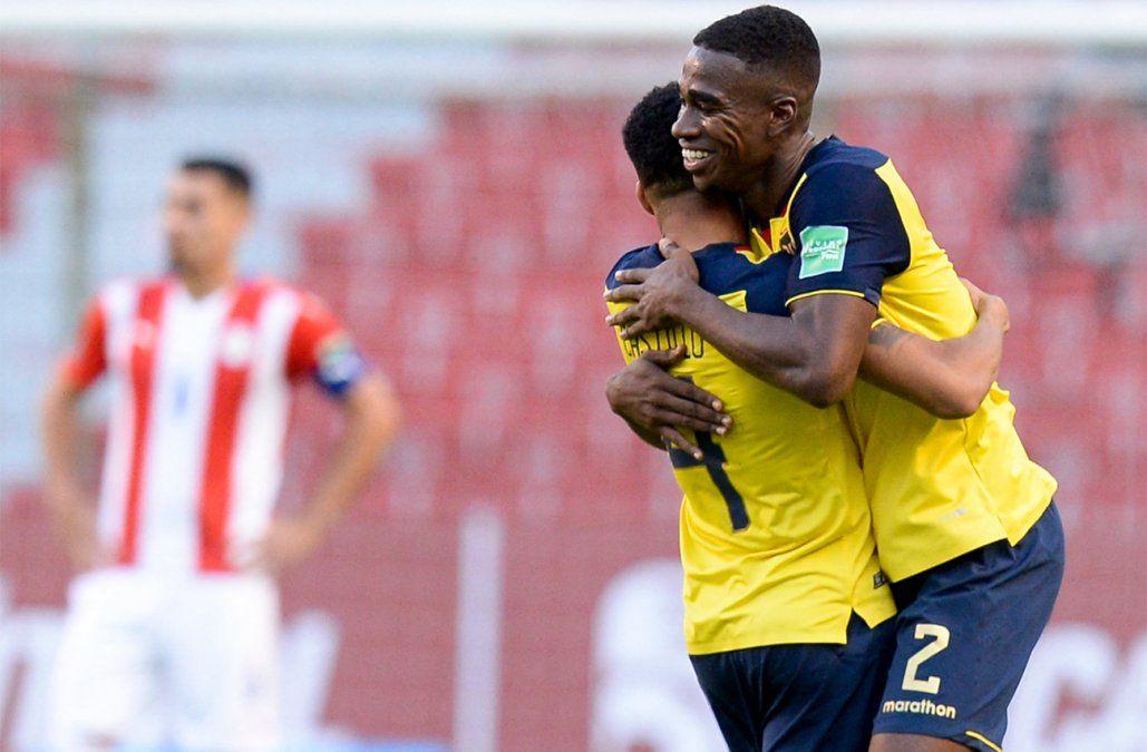 Ecuador venció 2-0 a Paraguay y se afirma en lo alto de la tabla