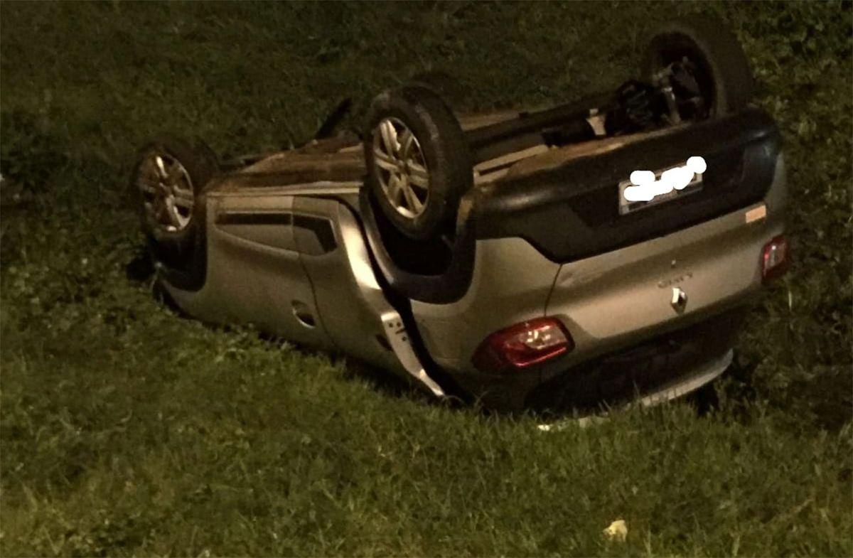 Conductor alcoholizado volcó su auto tras chocar contra un camión