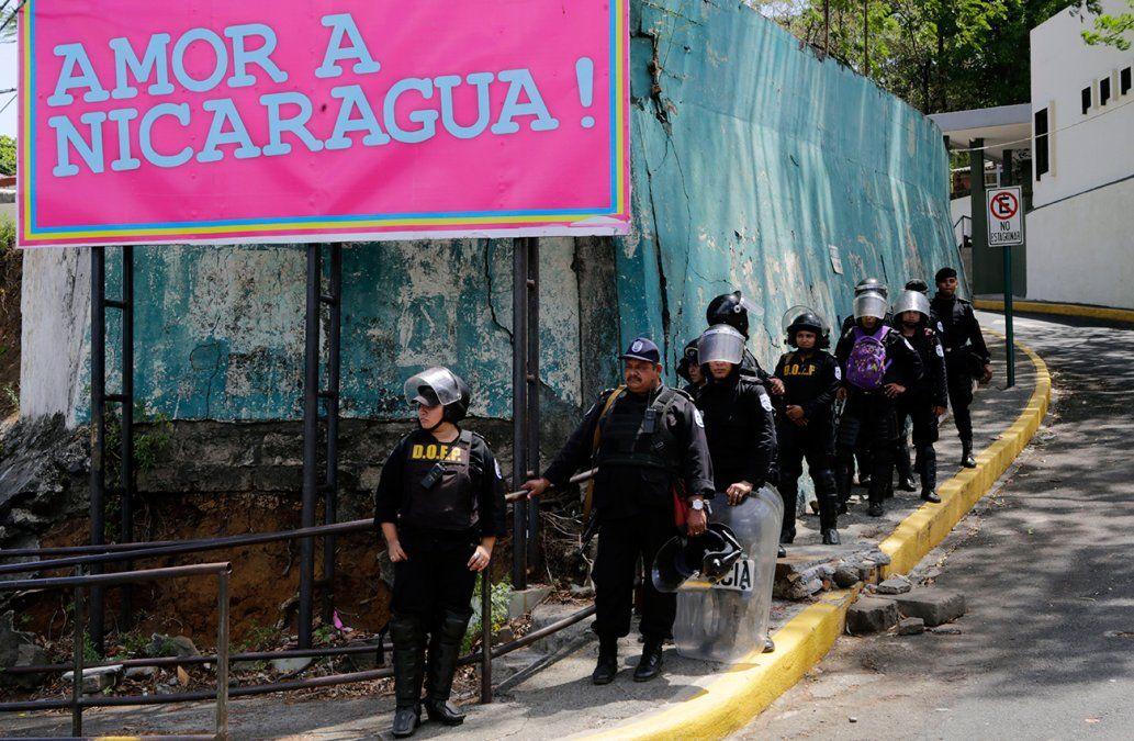 Antimotines impiden manifestación de jóvenes estudiantes en Nicaragua