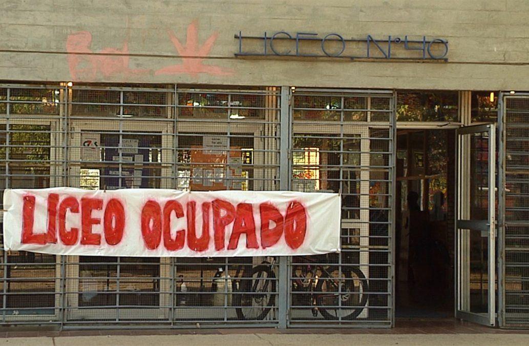 Ocuparon el Liceo 40: reclaman asistencia profesional para estudiantes