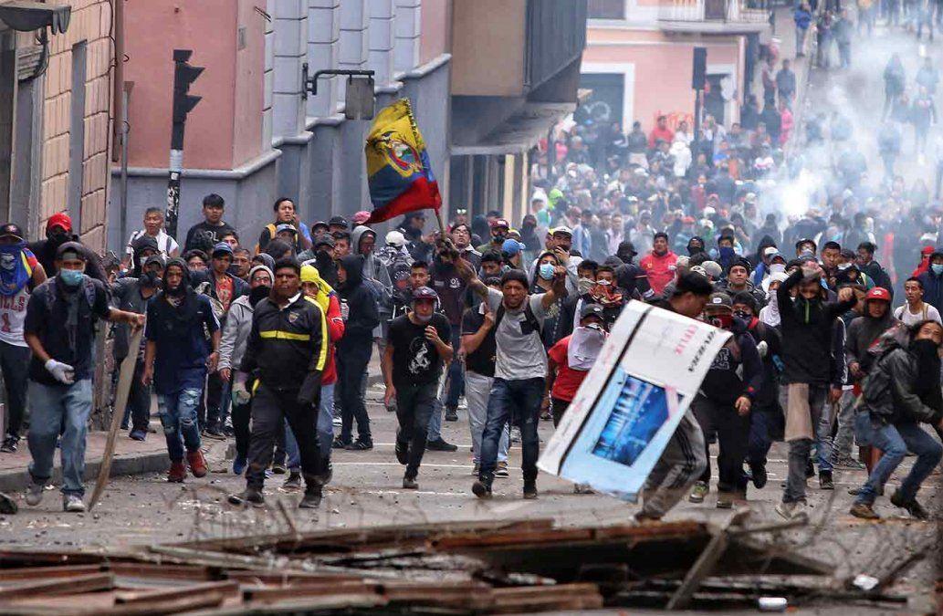 Presidente de Ecuador traslada el gobierno de Quito a Guayaquil para evitar protesta masiva de indígenas