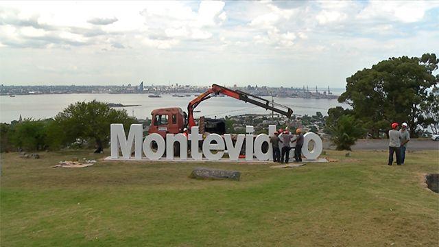 Se inaugura el nuevo cartel de Montevideo en la Fortaleza del Cerro
