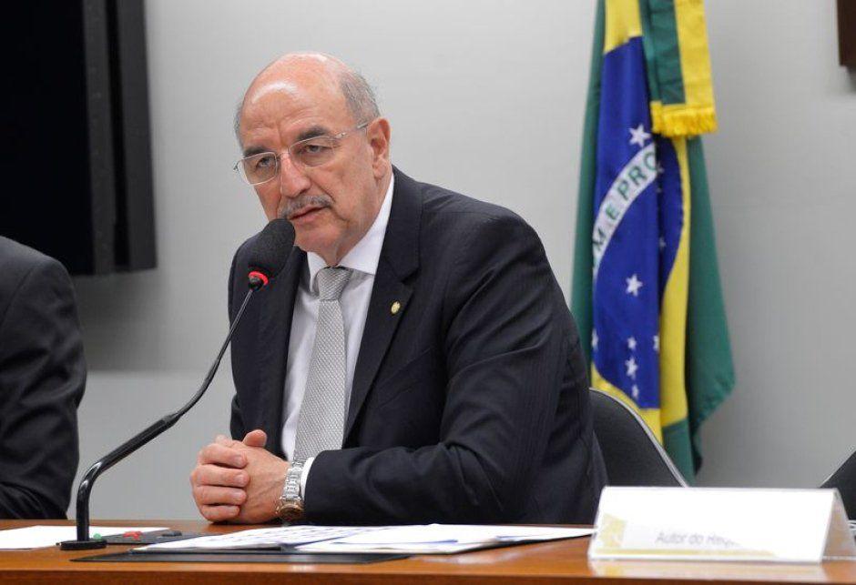Osmar Terra nació en Porto Alegre hace 68 años y es médico de profesión.