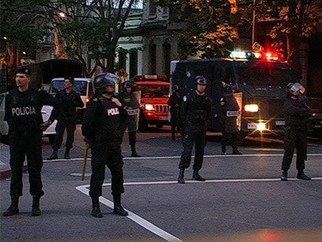 Un hombre se atrincheró en Paysandú e hirió a un policía