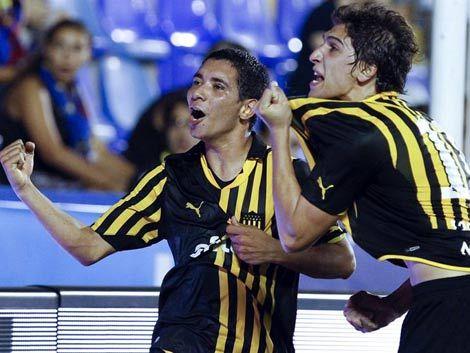 Peñarol le ganó al Levante por 2 a 0