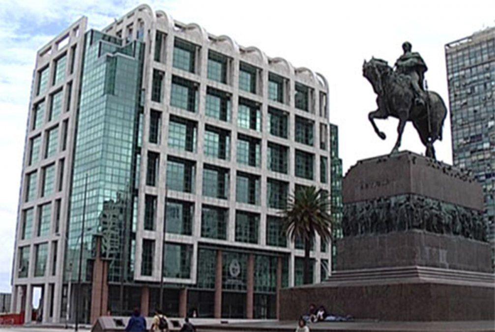 Uruguay renueva su Parlamento y comienza a elegir presidente de la República