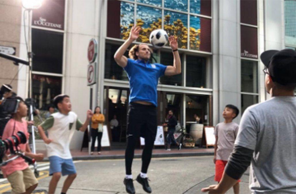 Diego Forlán grabando un comercial en Hong Kong