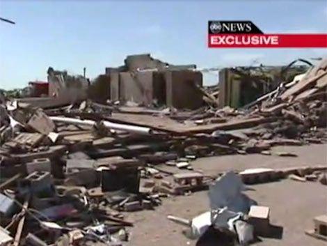 Maestra filmó desde adentro de la escuela el tornado en Oklahoma