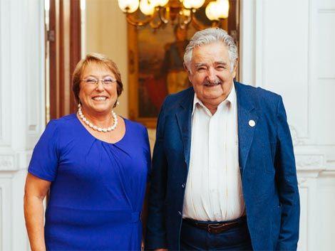 Mujica se reunió con Bachelet; la nueva presidenta de Chile