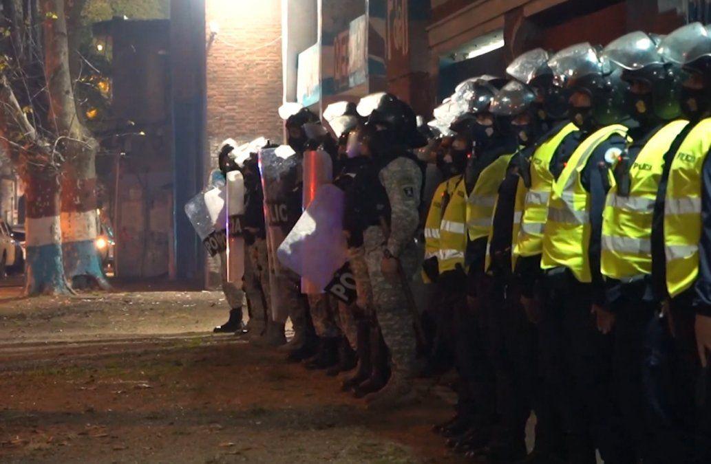 Operativo clásico: rige la zona de exclusión en el Parque Central con más de 650 policías