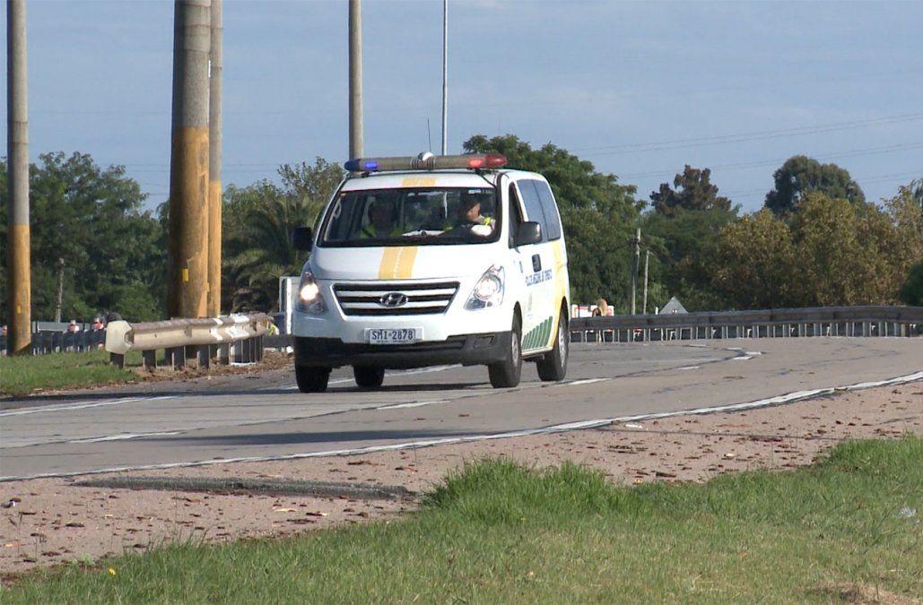 Accidente en ruta 5: un conductor murió tras chocar contra una columna en los accesos