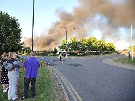 La violencia se mantiene en Inglaterra; Londres en alerta máxima