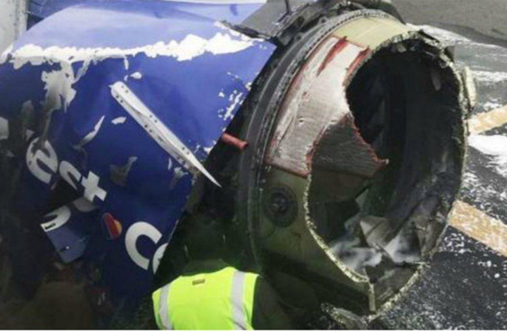 Una mujer murió tras la explosión de un motor en pleno vuelo