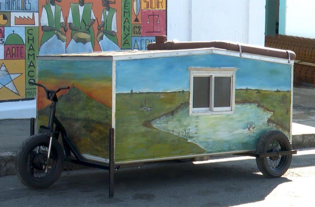 La cama rodante, la innovadora creación para que un hombre en silla de ruedas no duerma en la calle
