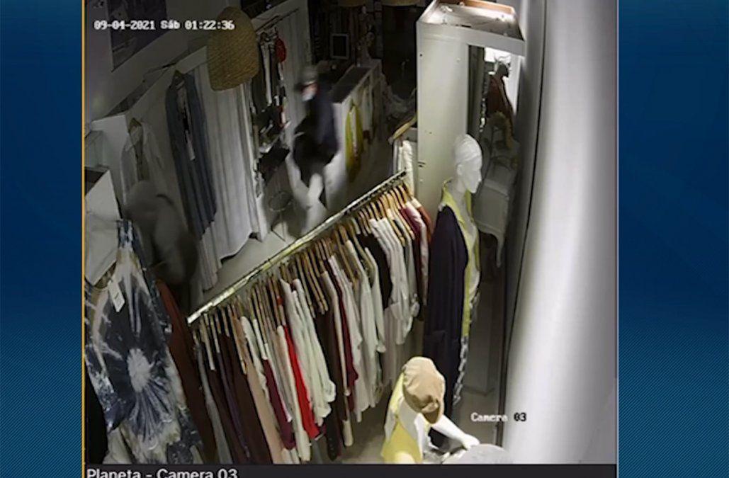 Roban por quinta vez en seis meses un local de venta de ropa