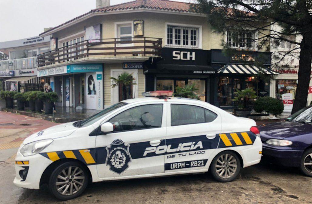 Tres delincuentes armados asaltaron una joyería de Carrasco