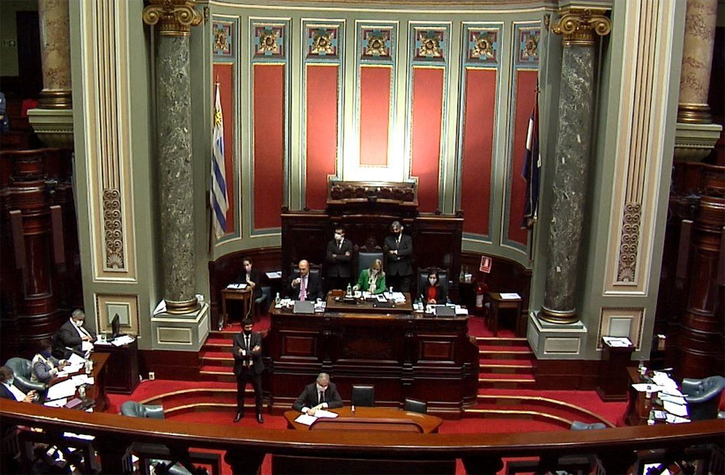 Senado rechazó moción del FA para quitar el rótulo de urgente consideración a la LUC