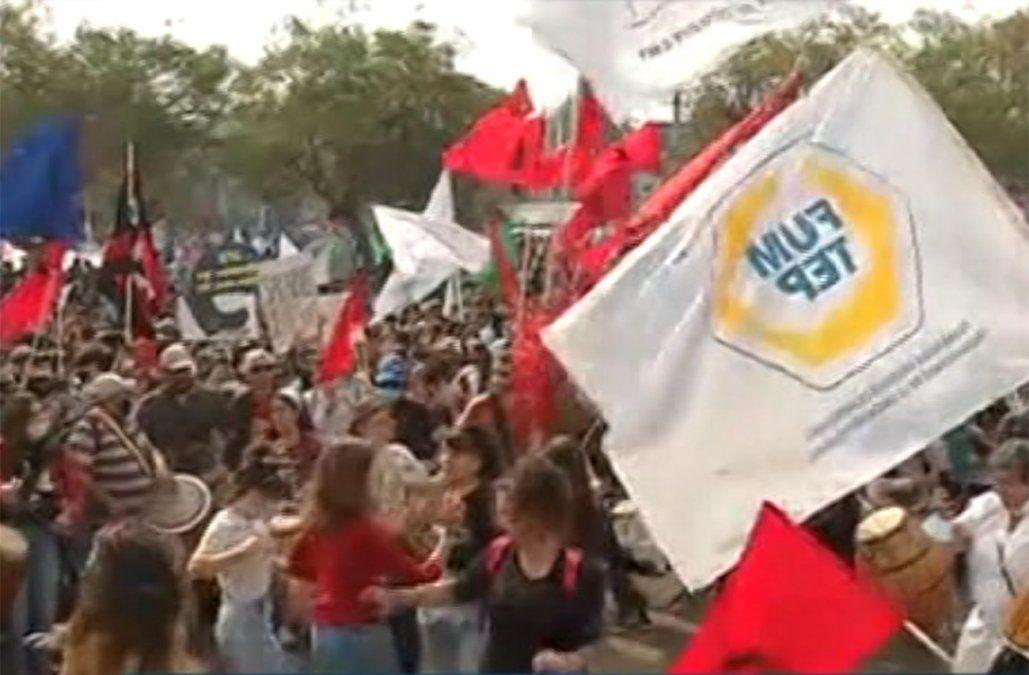Sindicatos de la enseñanza y del Estado se manifestaron afuera del Palacio Legislativo