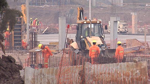 Obreros no fueron notificados de suspensión y siguen trabajando Antel Arena