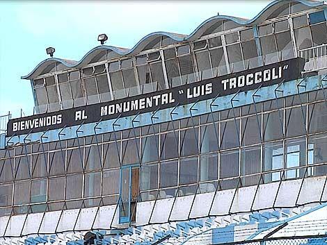 Los hinchas de Cerro esperan por el partido ante Nacional