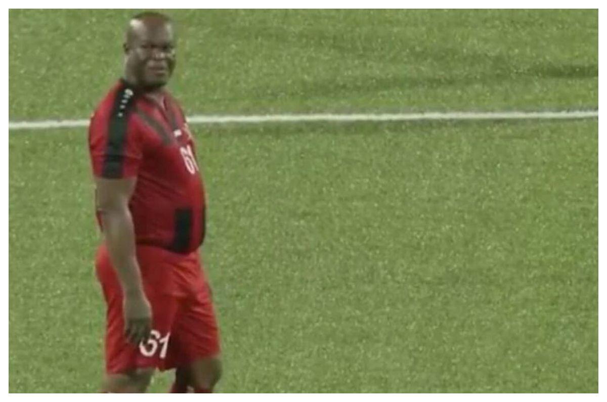 Vicepresidente de Surinam, de 60 años, se puso de titular para jugar ante Olimpia de Honduras