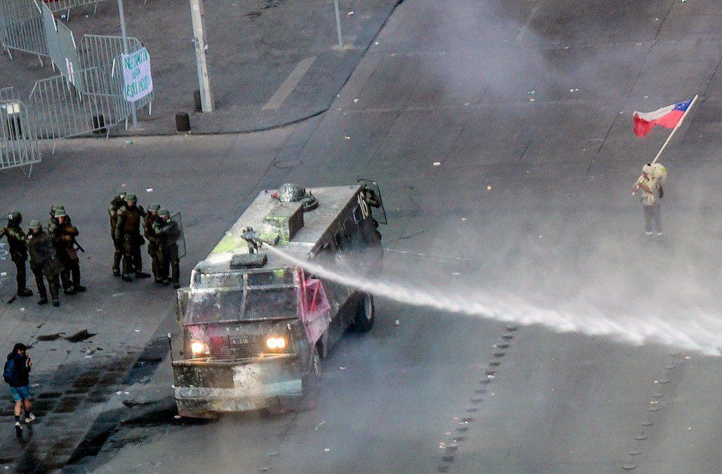 Fuerzas Armadas levantan toque de queda en Santiago después de una semana