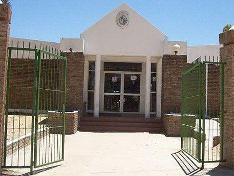 Docentes intentan ocupar nuevamente Liceo de Rincón de la Bolsa