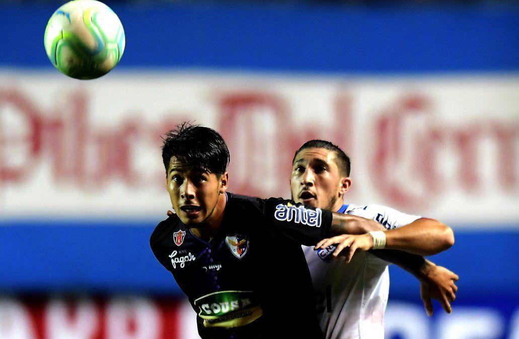 Nacional 3 Fénix 1 en el Parque Central por el Torneo Intermedio