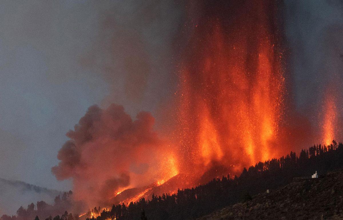 Más de 5.000 evacuados tras la erupción del volcán en Islas Canarias