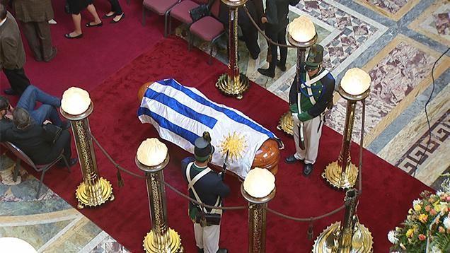 Despidieron los restos de Carlos Maggi en el Salón de los Pasos Perdidos