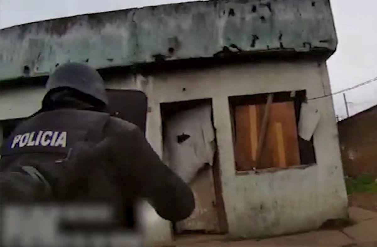 Así la Policía allanó dos viviendas e incautó pasta base por 200.000 pesos
