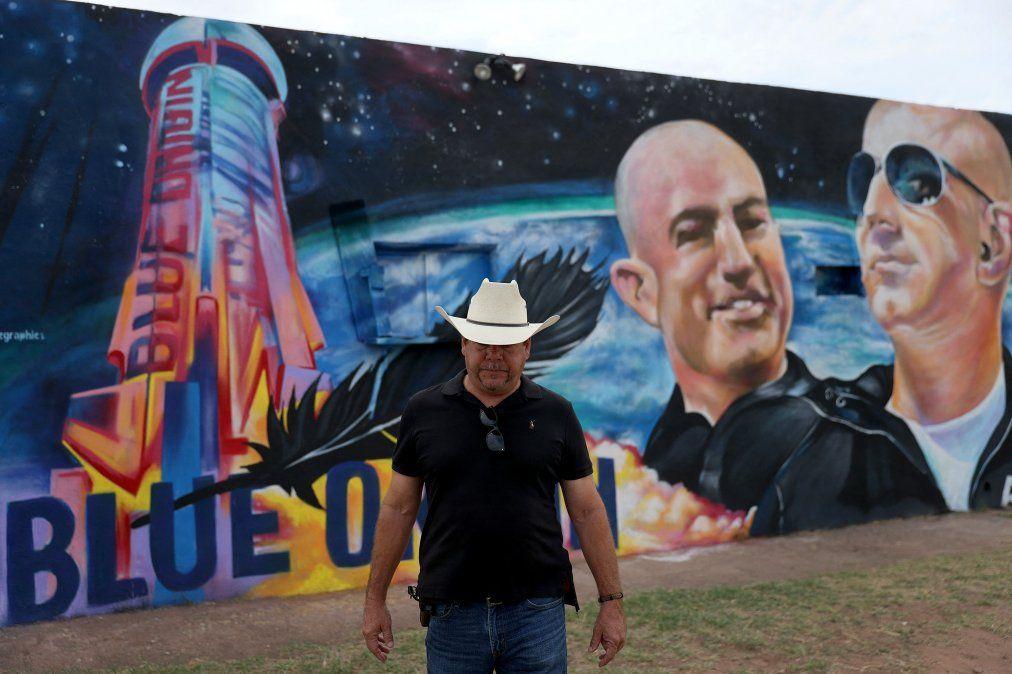 Jeff Bezos viaja hoy al espacio exterior en Blue Origin, su propio cohete