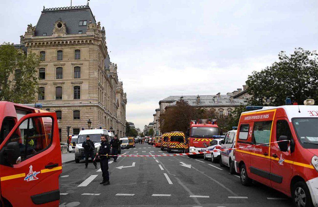 Cuatro policías y el agresor muertos en ataque en una jefatura policial de París