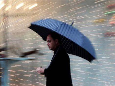 Hoy será un día muy húmedo con lluvias; mañana baja temperatura