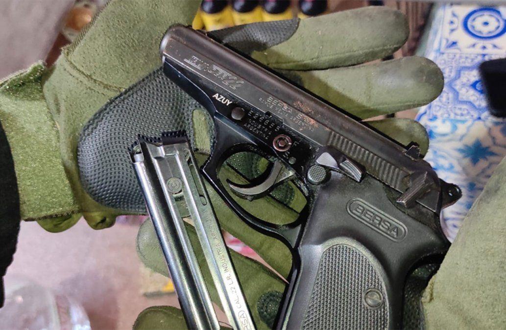 Incautan más de 2.300 municiones y armas en un allanamiento en Nuevo Berlín