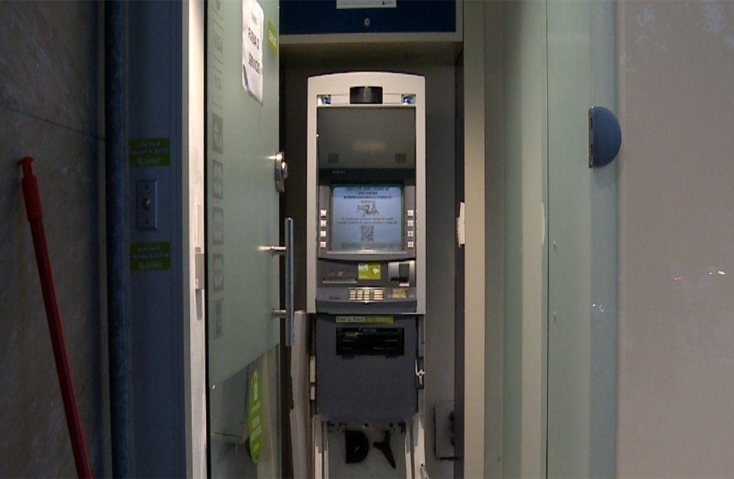 Delincuentes intentaron explotar un cajero automático pero no lo lograron