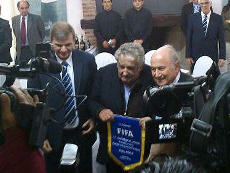 Blatter visitó la AUF y almorzó con Mujica en el Complejo