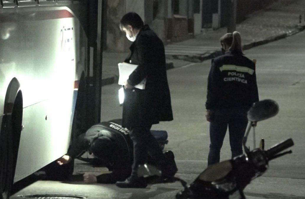Una mujer falleció en un accidente: su hijo conducía la moto que impactó contra un ómnibus