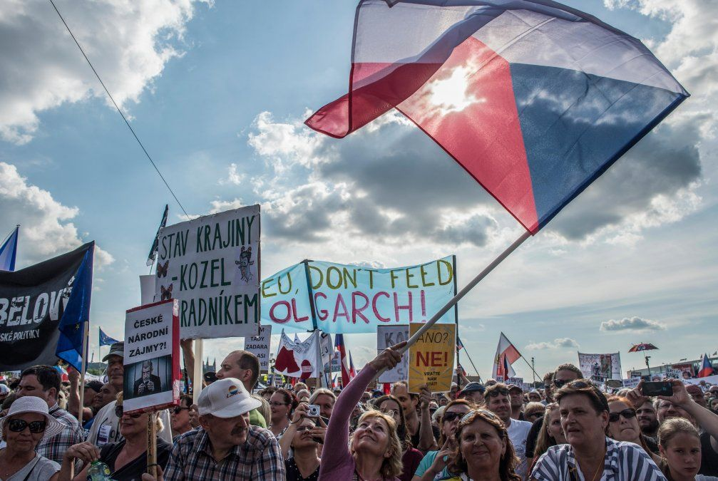 República Checa realiza la mayor protesta en 30 años y pide la renuncia del primer ministro