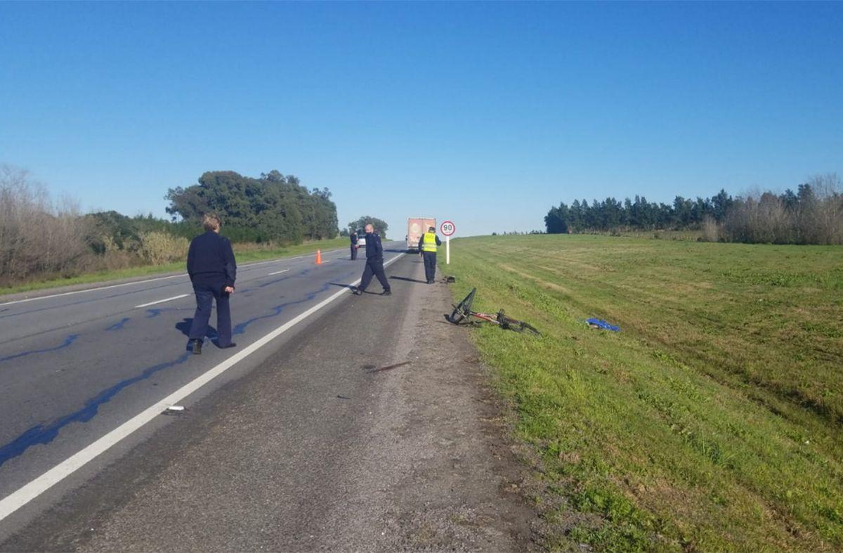 Un ciclista murió tras ser embestido por un camión en ruta 1