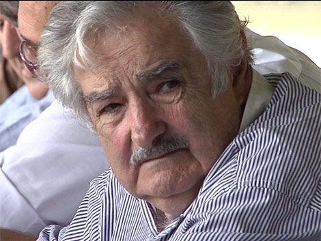 Mujica reclamó no lavarse las manos por violencia en el fútbol