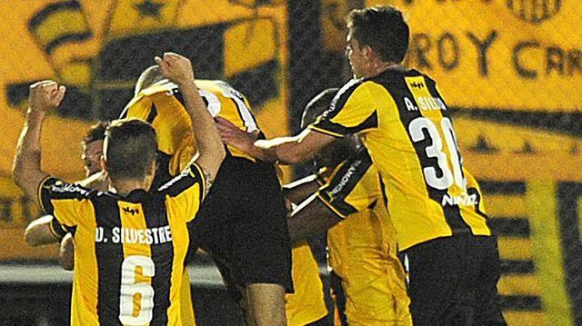 Peñarol venció 2-0 a Rentistas y mantiene la punta del Clausura
