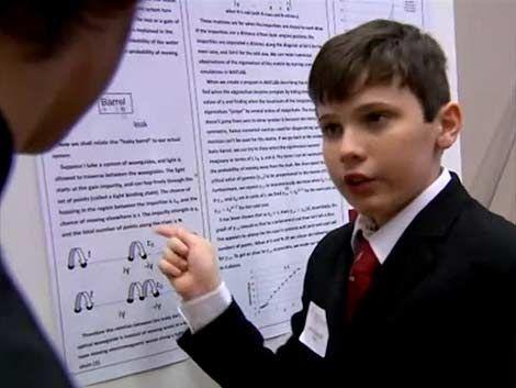 Tiene 14 años y coeficiente intelectual superior al de Einstein