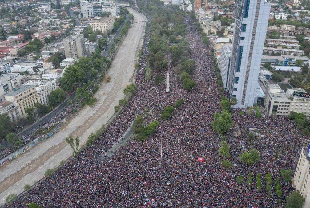 Más de un millón de personas protestan en Santiago en medio de estallido social