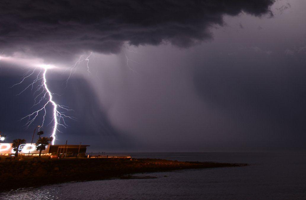 Alerta amarilla para casi todo el país por persistencia de tormentas y lluvias