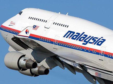 Buscan avión de Malaysia Airlines con 239 personas a bordo