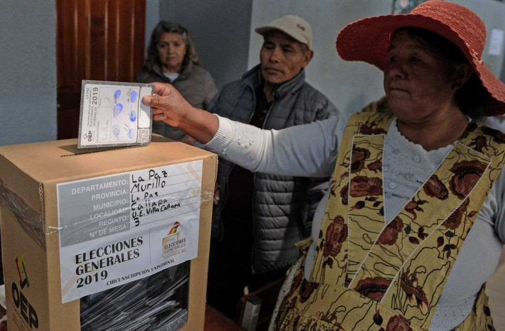 Cierran mesas de votación en Bolivia, en jornada de calma